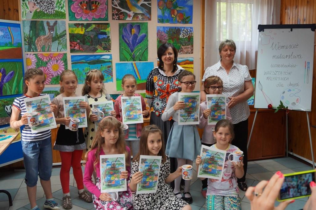 Wernisaż prac uczestników warsztatów malarskich dla dzieci
