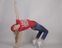 Wirtualne zajęcia z tańca nowoczesnego dla dzieci z instruktorem GOKiS