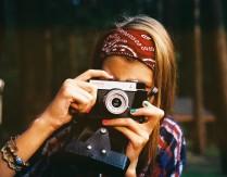 """Konkurs fotograficzny z okazji Tygodnia Bibliotek """"Sleeveface – ubierz się w książkę"""""""